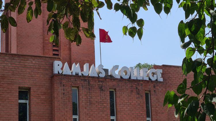 Photos by :Manmet Singh Khalsa    تعلیمی مراکز میں سناٹا